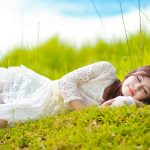 Pure beauty HD desktop wallpaper sleeping on the grass