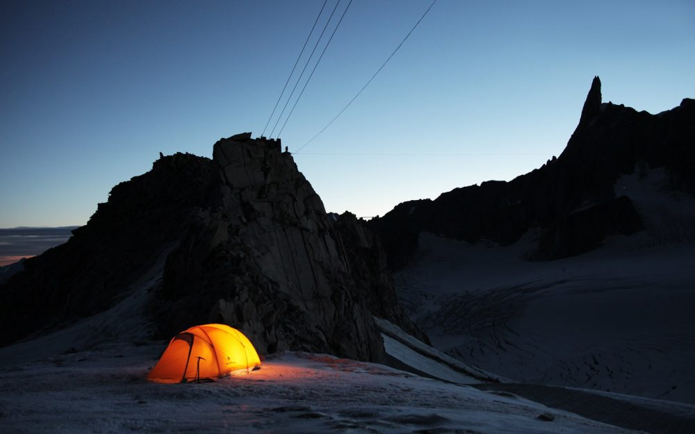 On the evening of alpine tent Landscape wallpaper