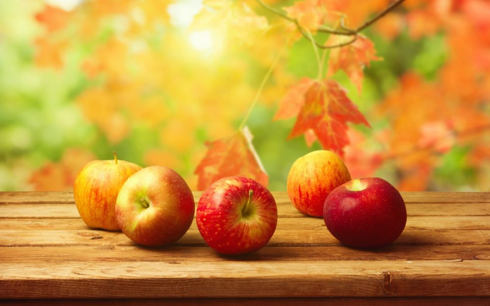Blurred background, apples