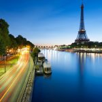 Beautiful night view of the eiffel tower in paris wallpaper