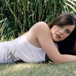 Super good figure on the grass in Europe and America beautiful wallpaper
