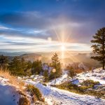 The rays of the sun winter mountain wallpaper