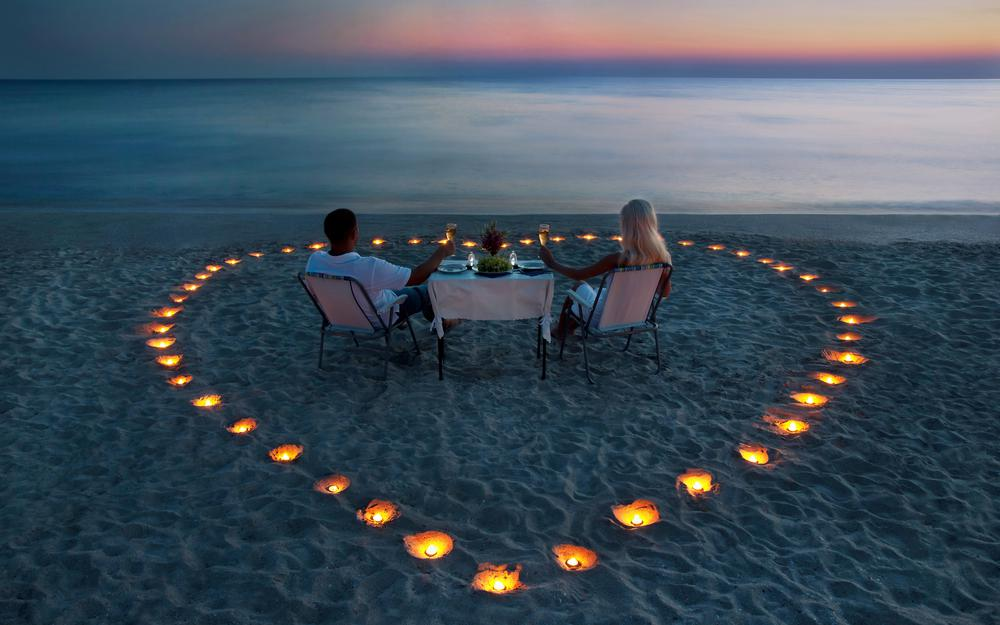 A romantic dinner on the beach desktop wallpaper
