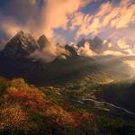 The rising sun in the mountains