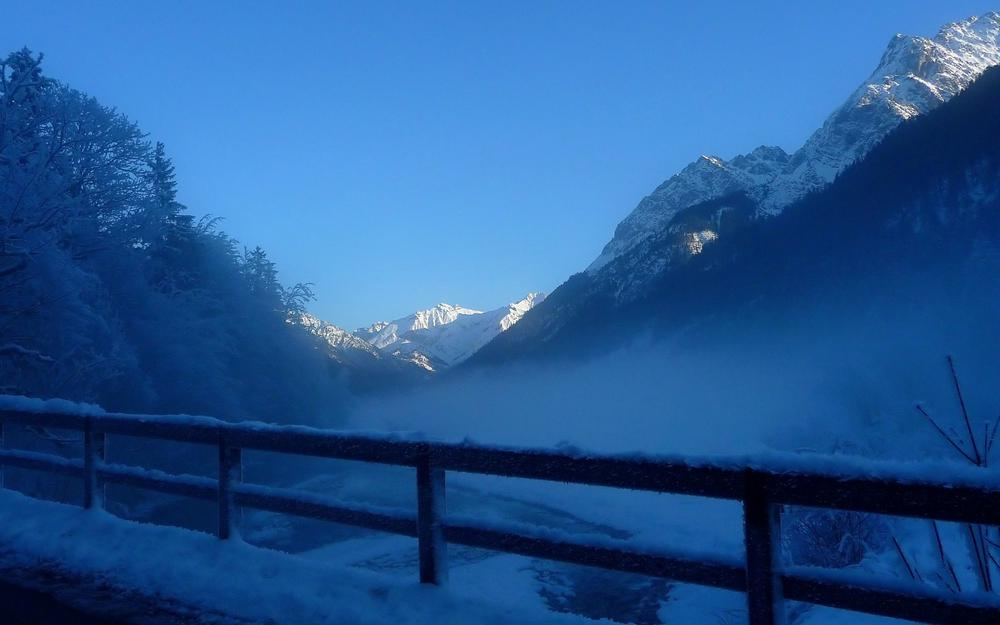Winter, snow, frost and fog, natural widescreen wallpaper
