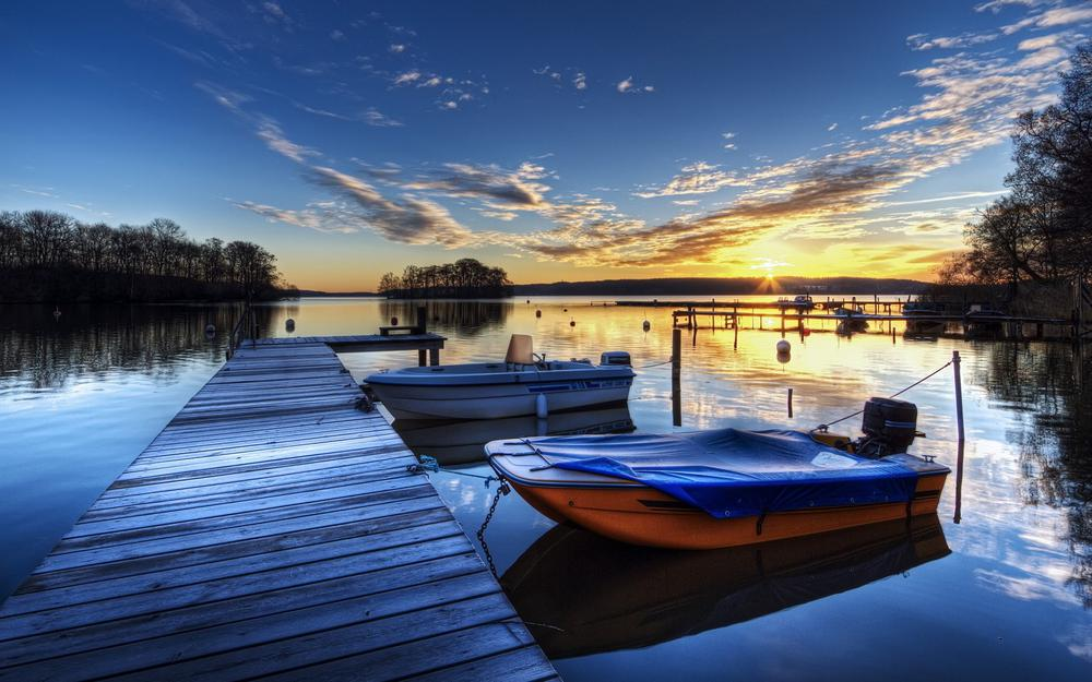 Moored boat hd wallpaper
