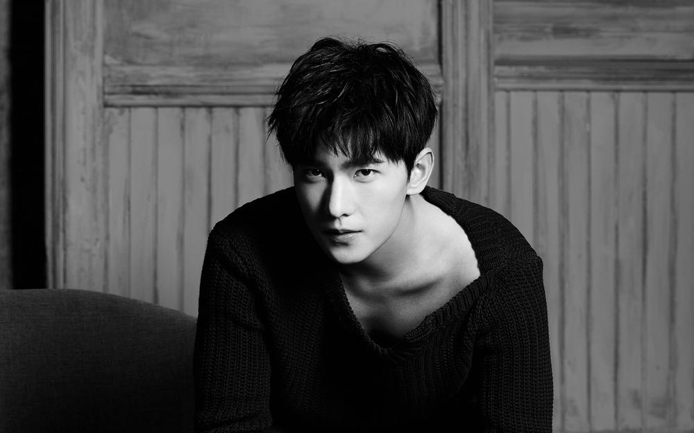 Yang yang handsome black sweater wallpaper