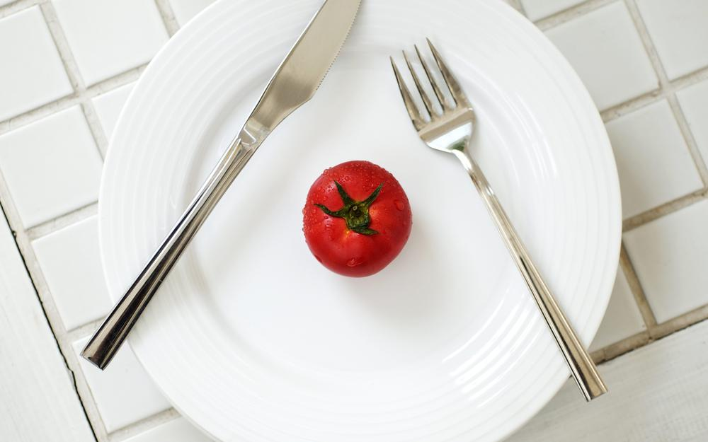 Plate, drops, tomato, knife, fork