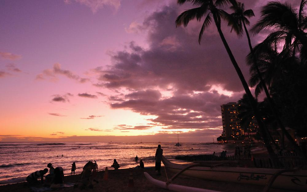 Waikiki beach, in the evening, stunning natural scenery wallpaper