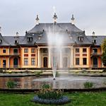 Fountain in front of the house hd wallpaper