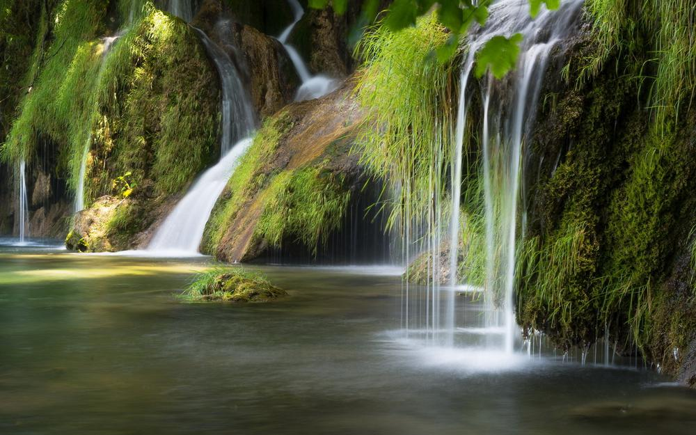 Rivers, waterfalls, moss, green plants, nature pictures, landscape wallpapers