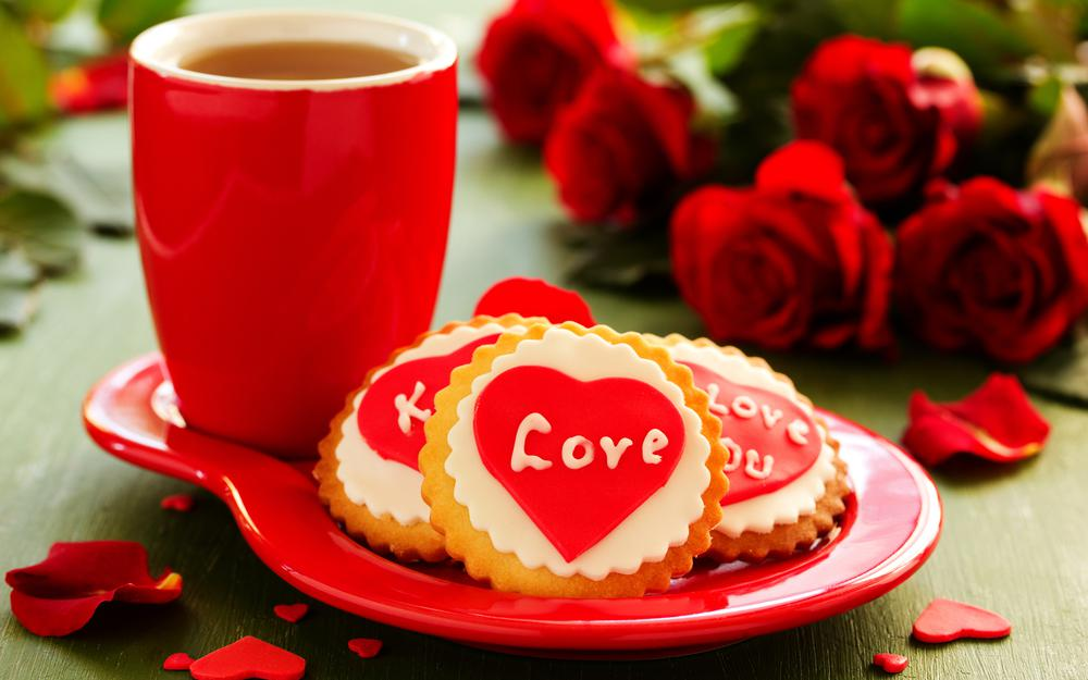 Holiday, flowers, tea, cup, cookies, a cup, roses, bouquet, heart, love, cookies, tea, love, heart, holiday, roses, biscuits, bouquet, flowers