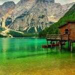 Mountains, lakes, woods, wooden houses, boats, natural scenery desktop wallpaper