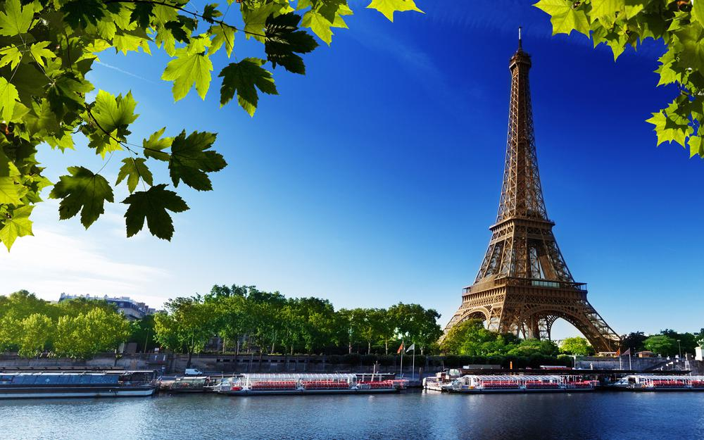 Eiffel tower scenery desktop wallpaper