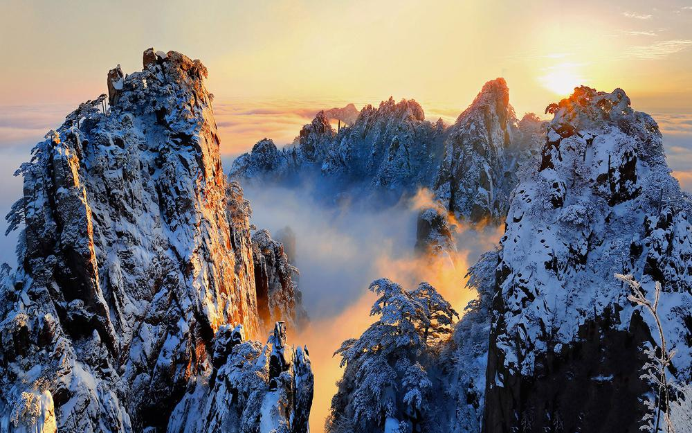 Anhui province huangshan scenic area snow desktop wallpaper