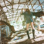 Stable, girl, jeans, legs, face, boots, style