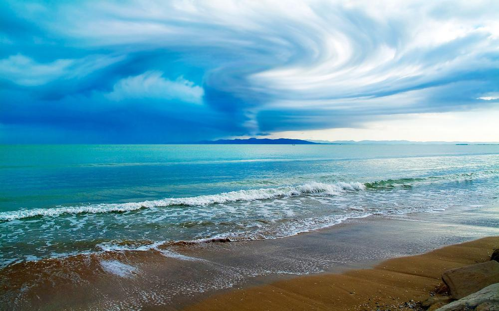 Troubled sky over the ocean hd wallpaper
