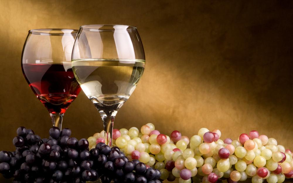 Wine, grapes, glasses