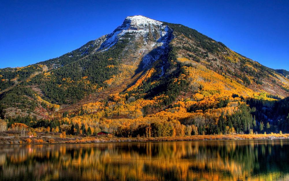 Autumn in the mountains wallpaper