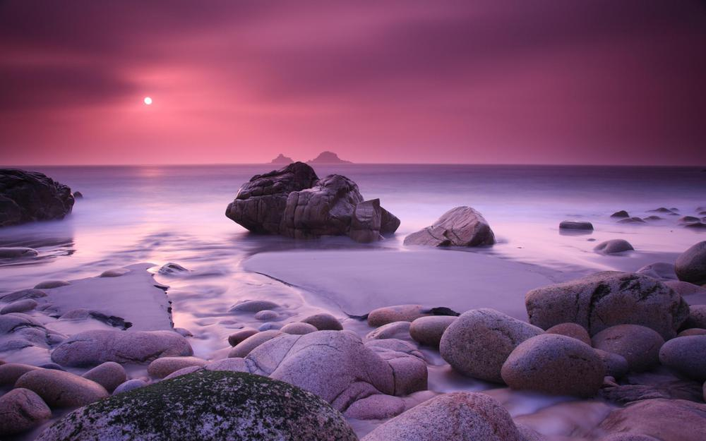 Lilac sunset over the sea