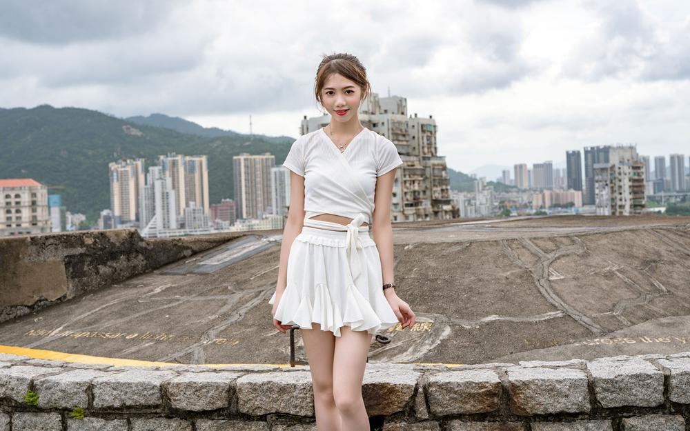 Outdoor white skirt looks good to beautiful wallpaper