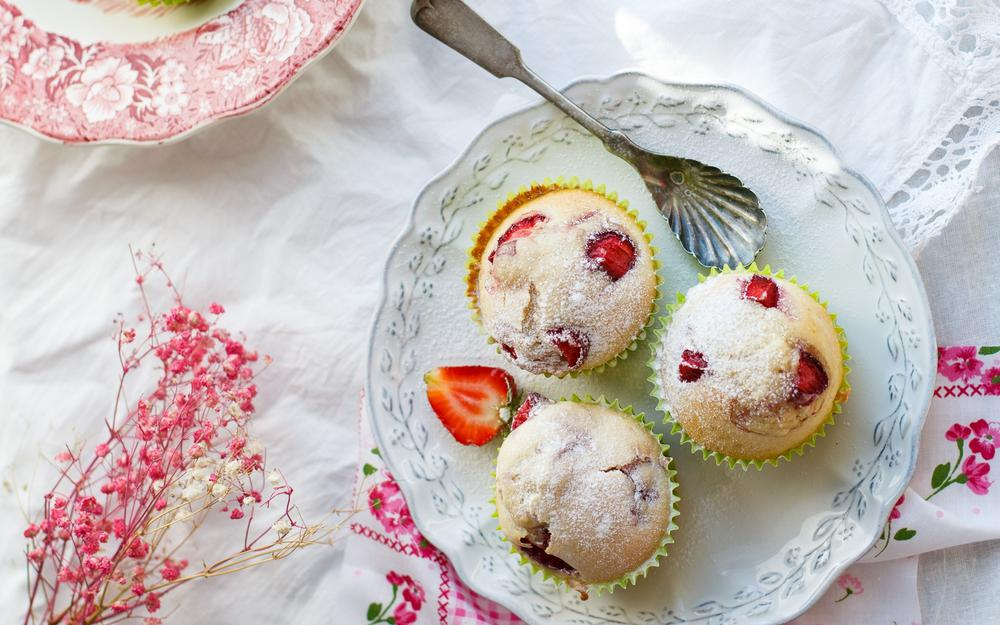 Filling, cupcakes, strawberries, tablecloth, pastries, berries, spoon, dessert, sweet, plate