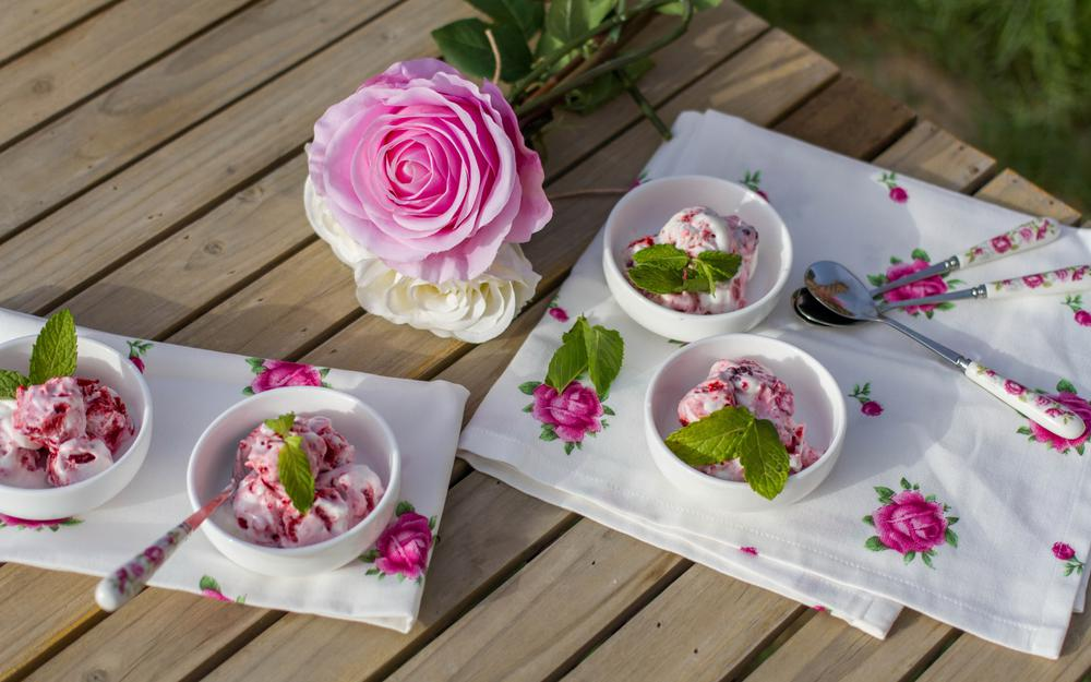 Roses cups